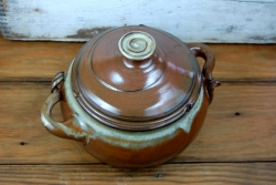 Two Quart Lidded Casserole in Brownstone