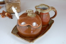 Brownstone Creamer And Sugar Set with Tray